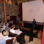 Unser Kino auf Kirchenbänken